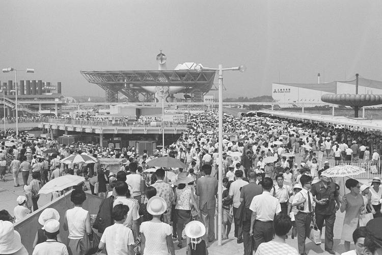 1970年の大阪万博の来場者は6400万人だった(時事通信フォト)