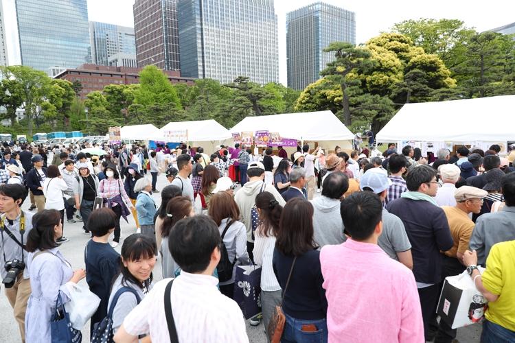 平成最期の新年一般参賀にも多くの人が並んだ