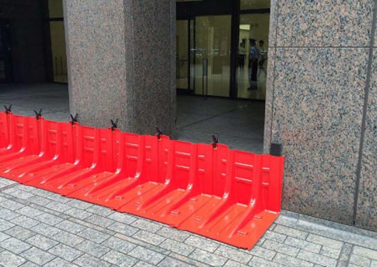 止水板は床下・床上浸水を防ぐのに役立つ(提供・サンリョウ)