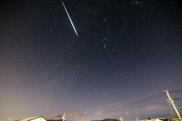 宇宙から降ってきた隕石の所有者は誰になる?(イメージ)