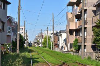世田谷線沿線はどことなくノンビリをした雰囲気が漂う(世田谷駅付近)