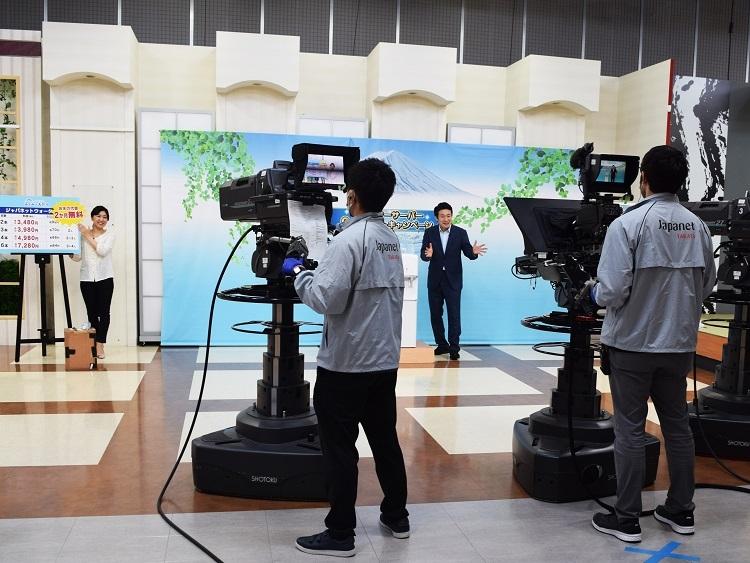 ジャパネットの自社内にテレビ通販のスタジオを設けている