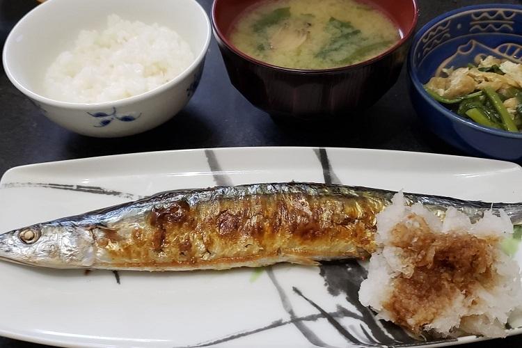 中川淳一郎氏が塩焼きしたサンマ。「いただきます!」