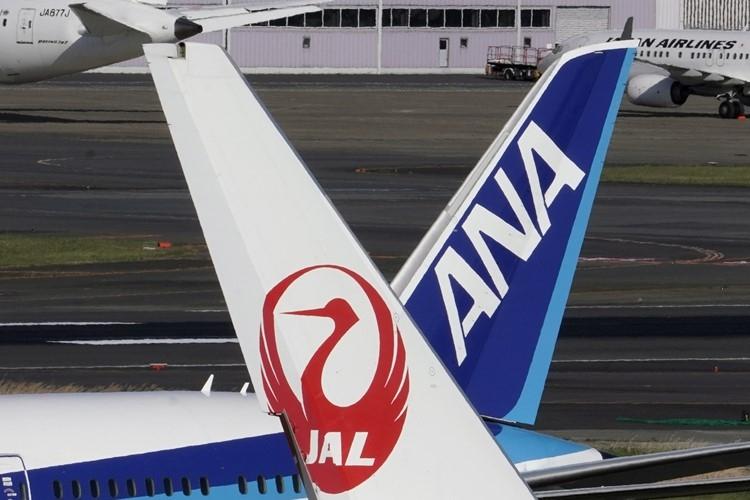 旅行者激減で航空・レジャー業界のボーナス減は必至か(EPA=時事)