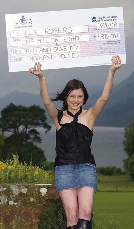 国営宝くじに当せんし、喜びに満ち溢れる16歳当時のキャリーさん(Shutterstock/AFLO)