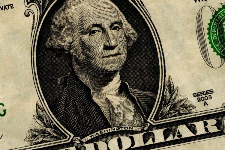 ドル円は下落傾向にあるが、今後はどう動く?