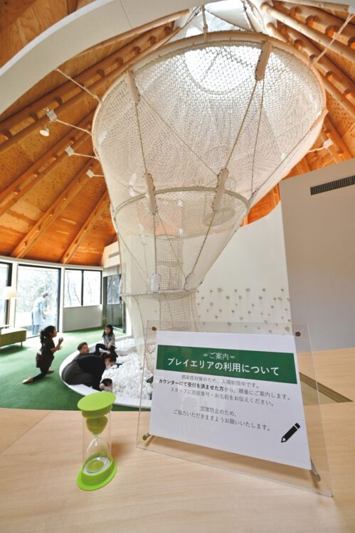 リゾナーレ那須のアクティビティ拠点「POKO POKO」にあるネット遊具。3密回避で一度に遊べる時間と人数を制限している
