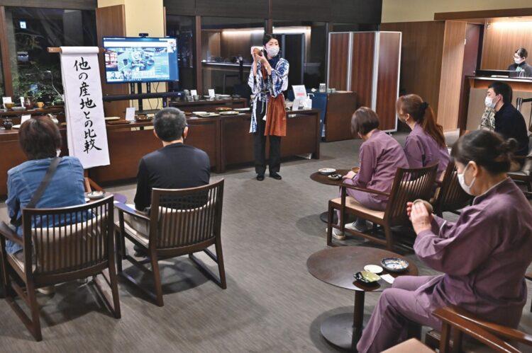「ご当地楽」の「益子焼ナイト」。界 鬼怒川ではオンラインで益子焼作家と結ぶ「リモートトーク」が特別開催されていた(撮影/太田真三)