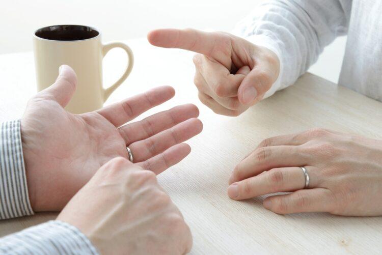 離婚協議は冷静に進めるべき(イメージ)
