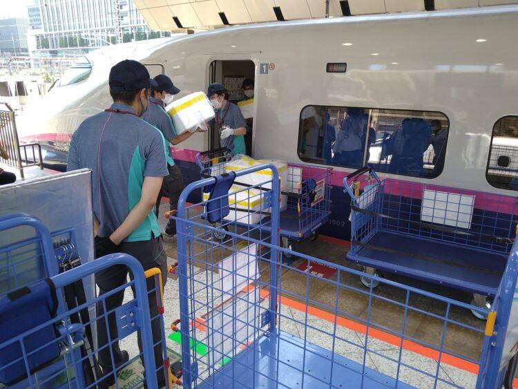 2020年9月から、生鮮食品などを新幹線で運ぶ「新幹線荷物輸送」をスタート