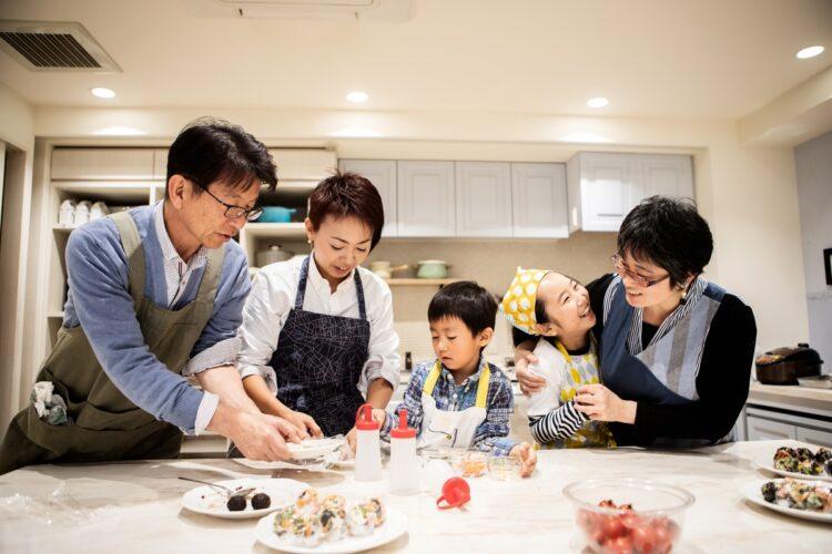 コロナで家族関係はどう変化した?(イメージ。Getty Images)
