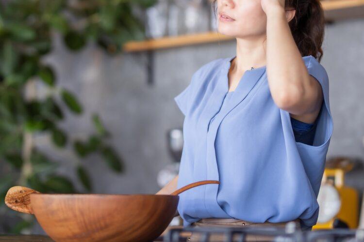 女性の方がコロナによる負担を強く感じているという調査も(イメージ)