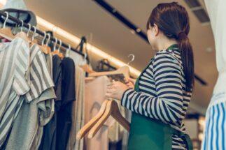 洋服ショップの店員に声をかけられるのが、なぜ苦手なのか?(イメージ)