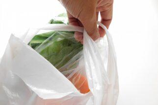 レジ袋有料化のモヤモヤは、いつまで経っても消えない?