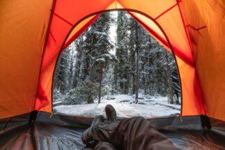 極寒のなかでするキャンプの魅力とは?