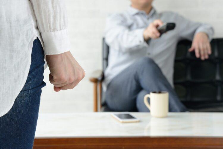 仕事が終わったら毎日テレビの前でゴロゴロ…(イメージ。Getty Images)