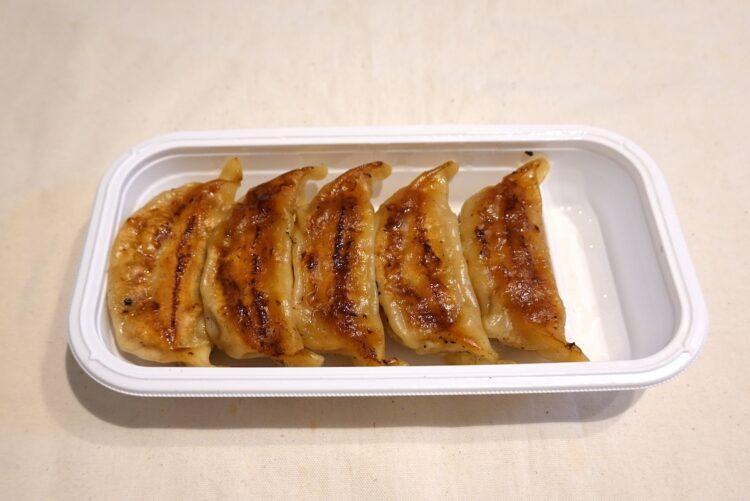 セブン-イレブン『お肉の旨味 ジューシー焼き餃子』。5個入りで259円