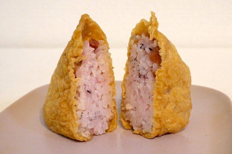 セブン-イレブン『いなり寿司 梅しそ』の中身、カリカリ梅が見える