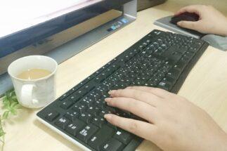 ネットカフェで仕事する人たちの声(イメージ)