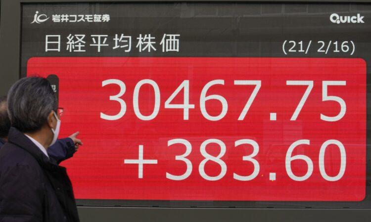 30年ぶりの株高の正体は?(写真/EPA=時事)