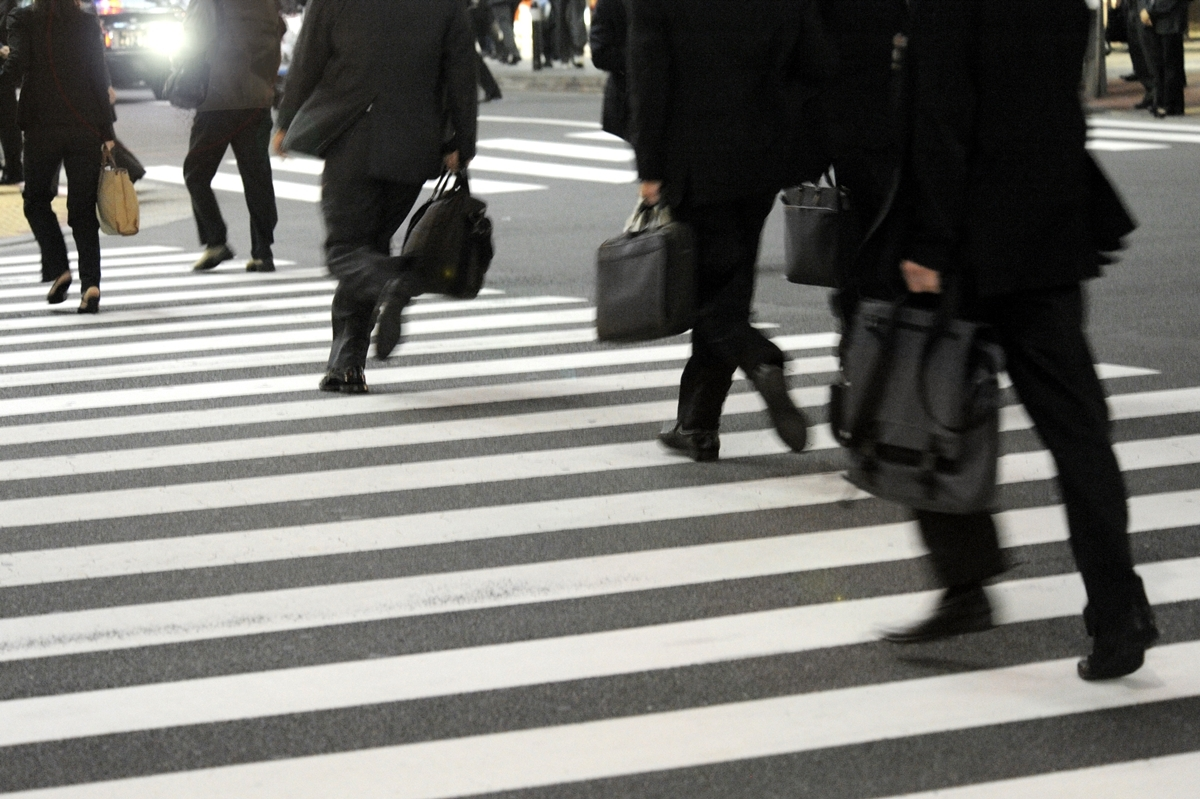 会社員と公務員の待遇にどれほどの差が?(イメージ)