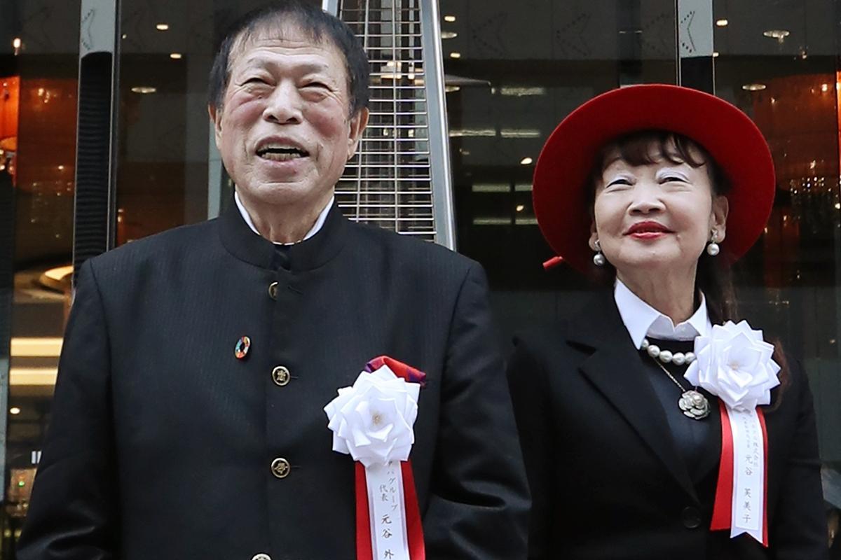 元谷外志雄・アパグループ代表と妻の芙美子・アパホテル社長(時事通信フォト)