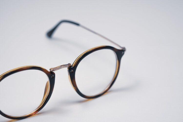 メガネを新調するのは大切な自己投資(イメージ)