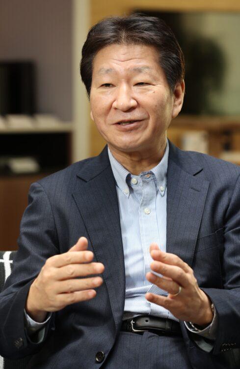 日本HPが見据えるこれからのPC販売戦略とは?(写真は岡隆史社長)
