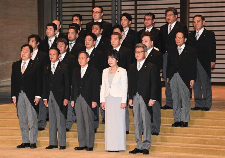 菅内閣は女性閣僚の少なさが際立つ(時事通信フォト)