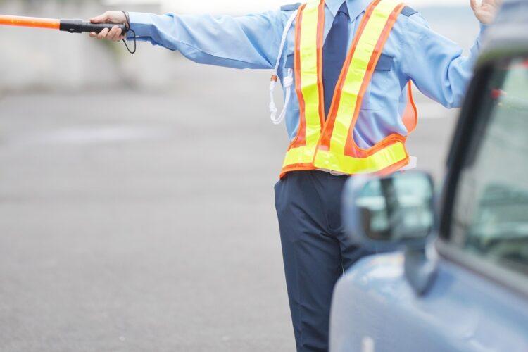 肉体労働でもある交通誘導員を高齢者が希望する理由とは?(イメージ)
