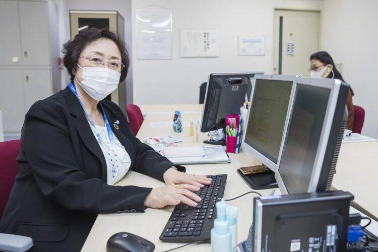 ファンケルで働く川口さんは週4日、1日7時間半勤務で給料は時給制。同社は、社員が望み会社と合意すれば生涯働くことが可能だという