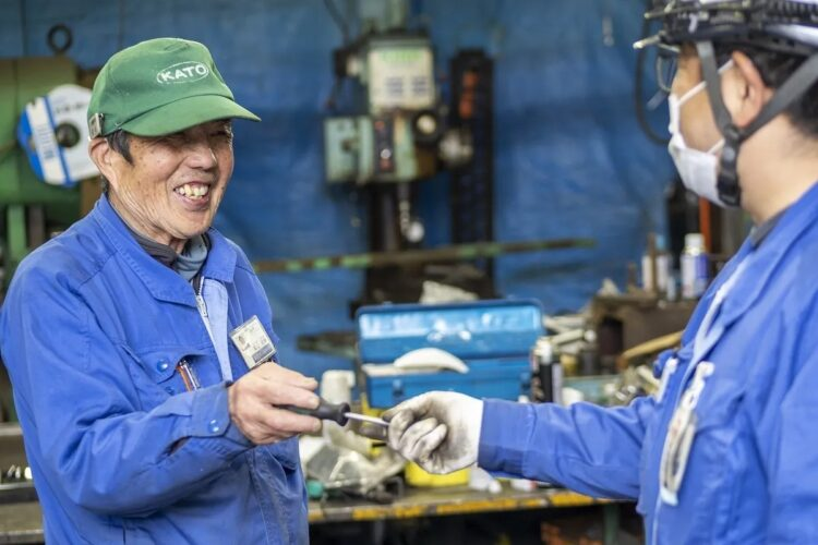 加藤製作所では、年金を受け取りながら働く人が多く、松山さんは週に2~3日、1日7時間働く