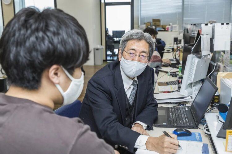 家電量販大手ノジマの丸本さんは週5日、1日7時間半のフルタイムで勤務。役職手当は無いが、60歳時点の給料と変わらない条件で働いている