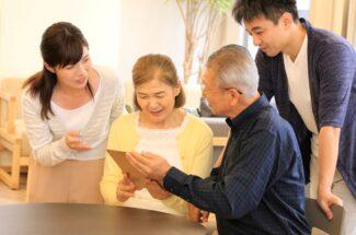 親を看取る前にすべき手続き 戸籍収集、口座の集約、不動産名義変更…