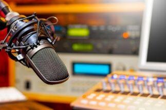 リスナーたちが語る「芸人ラジオ」の魅力とは?