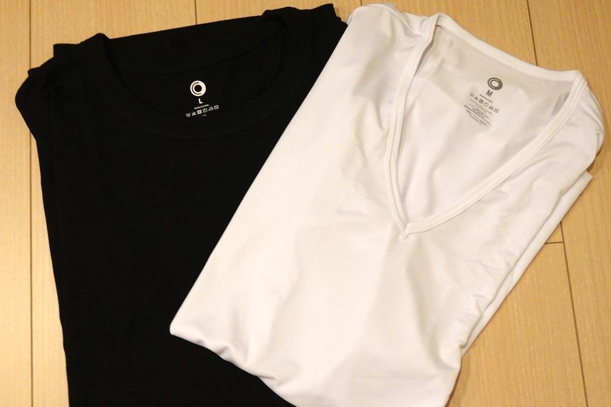 『アウターTシャツ くろ』Lサイズと『インナーTシャツ Vネック しろ』(右)