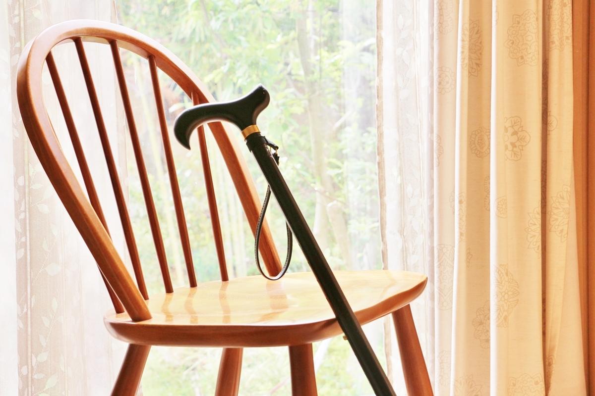 高齢のひとり親が認知症になった場合のリスクとは(イメージ)