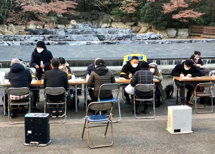 2020年の年末に複数のNPO団体共催で開かれた路上生活者相談会(写真提供/つくろい東京ファンド)