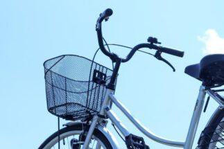 同居する80代父が自転車事故で警察沙汰 ケアできない共働き夫婦の嘆き