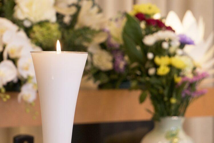 葬儀のことは親の生前に話し合っておきたい(イメージ)