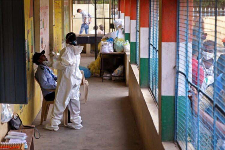 インドのコロナ禍が金融危機につながる可能性は(EPA=時事)
