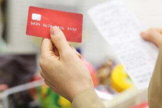 ポイントを上手に貯める技 生活費と雑費にカード払い活用で年54万円お得に!