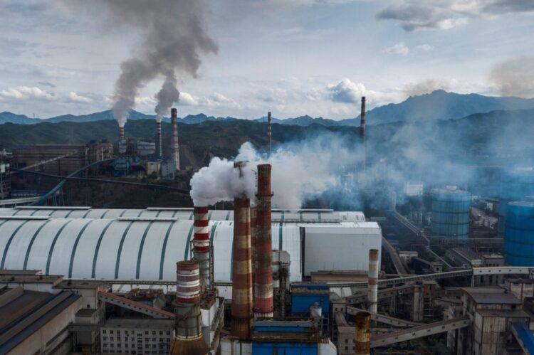中国で鉄鋼セクターが急騰する背景とは(AFP=時事)