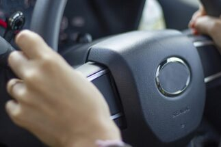 30~40代で運転免許取得を決意した人たちの理由とは?(イメージ)