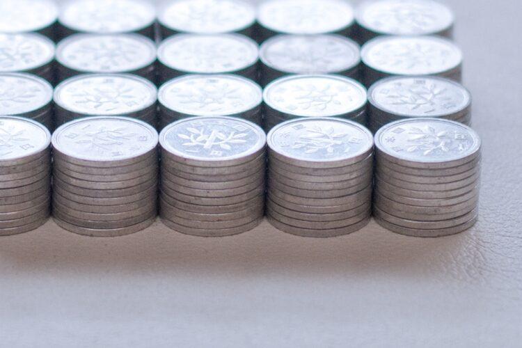 全額1円玉で支払うなんて……(イメージ)