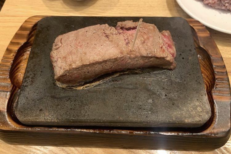 定番メニューの『やっぱりステーキ150g』1000円