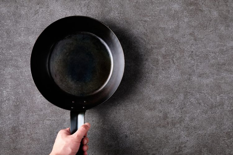 家で料理をするようになってからは苦労の連続だったという(イメージ)