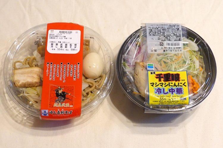 左から、ローソン『麺屋武蔵監修 冷し真剣そば』、ファミリーマート『マシマシにんにく冷し中華』