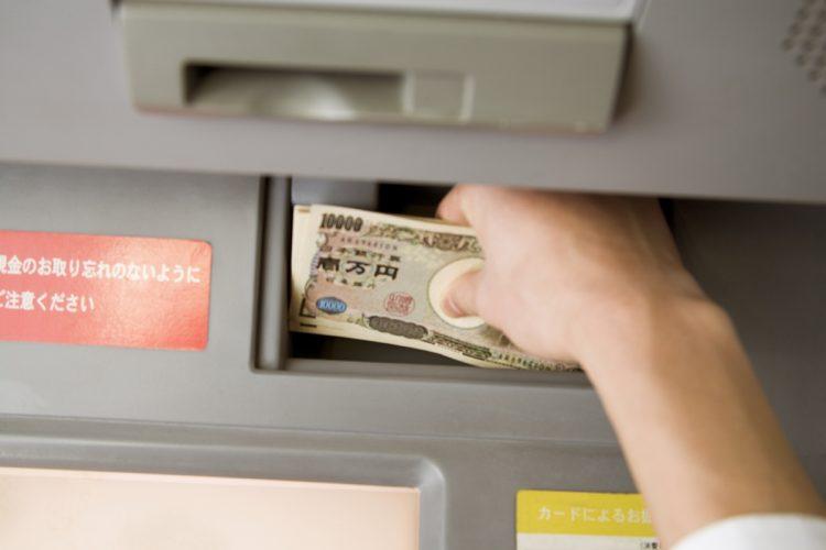 お金を引き出すときは「一部両替」を使うのもポイント(イメージ。Getty Images)