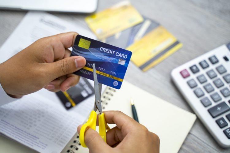 カードを封印して現金管理にすると、家計はどう変化する?(イメージ。Getty Images)